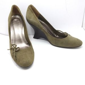 EUC ZARA Olive Suede Curved Wedges